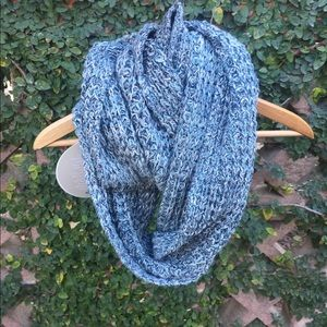 Heavy infinity scarf